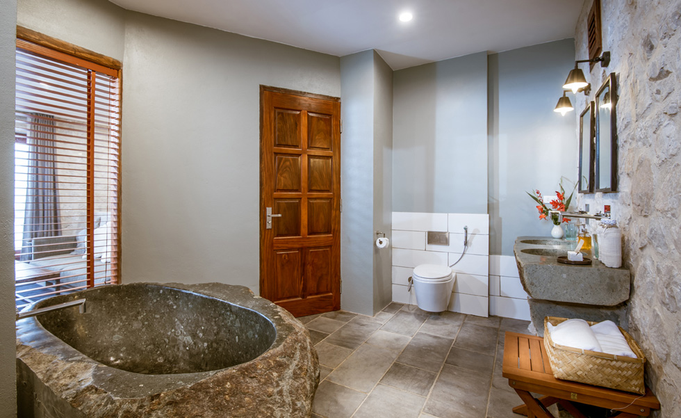 Suite Bungalow, Bathroom