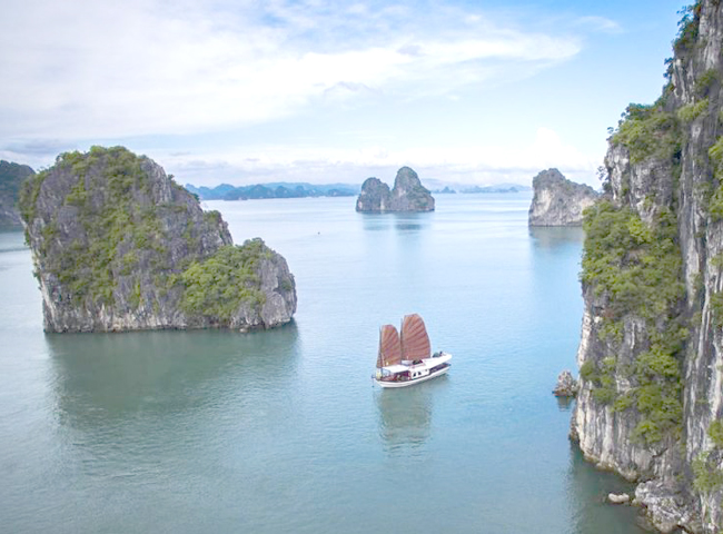 What to Know about Halong Bay & Lan Ha Bay?