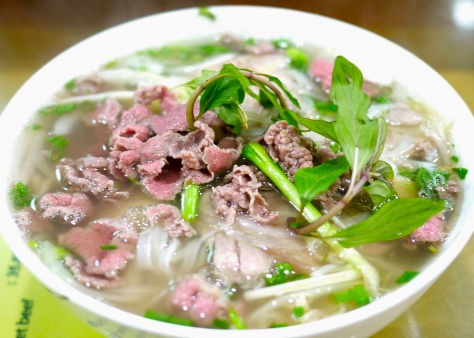 """Phở""- How to Eat Vietnamese Noodle Soup"
